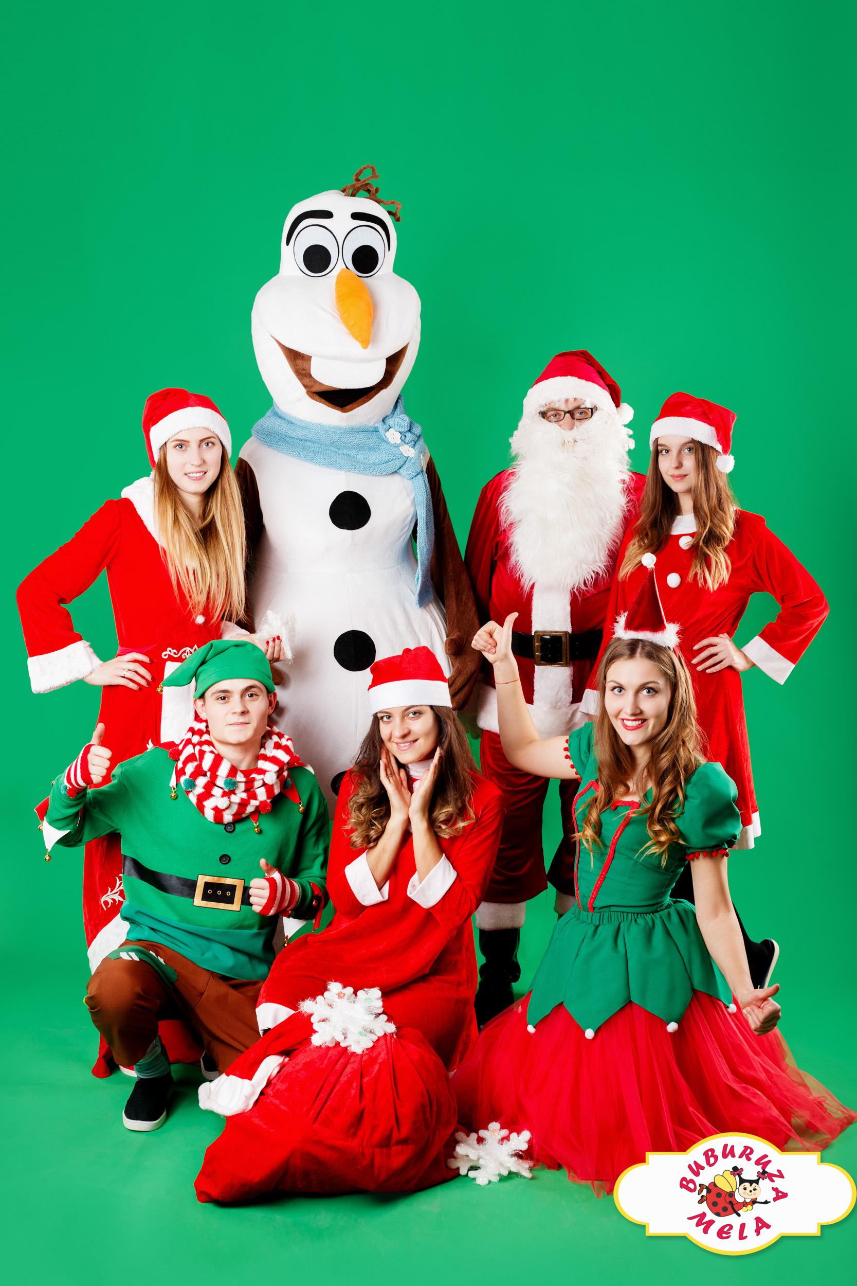 Moș Crăciun și echipa